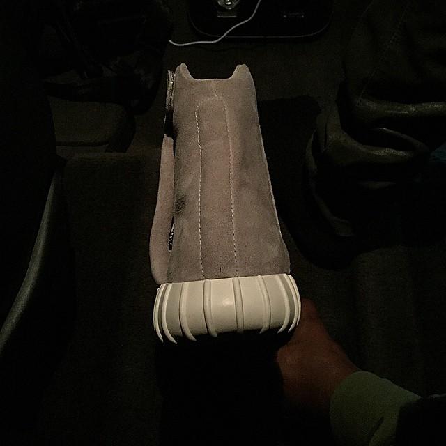 Kanye-Adidas-Yeezy-boost-sneakers-3