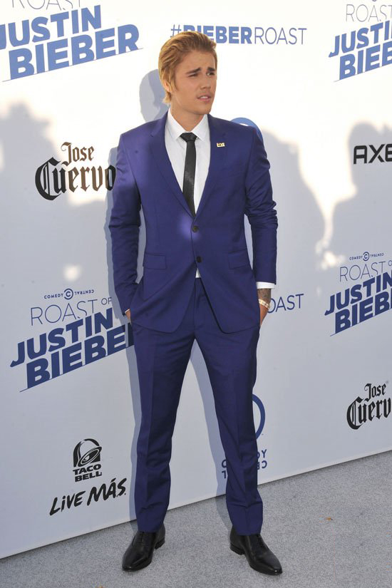 Justin-Bieber-Comedy-Central-Roast-Red-Carpet-PAUSE
