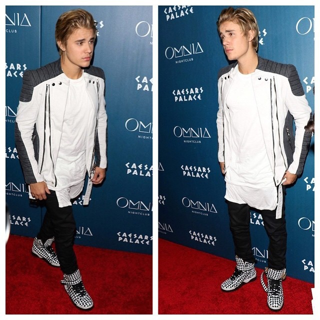Justin-Bieber-wears-Balmain-Contrasted-Cotton-Biker-Jacket-White-Black-Givenchy-Tyson-Sneakers-for-21st-Birthday-Celebration-in-Vegas-Omnia-Nightclub-11-640x640