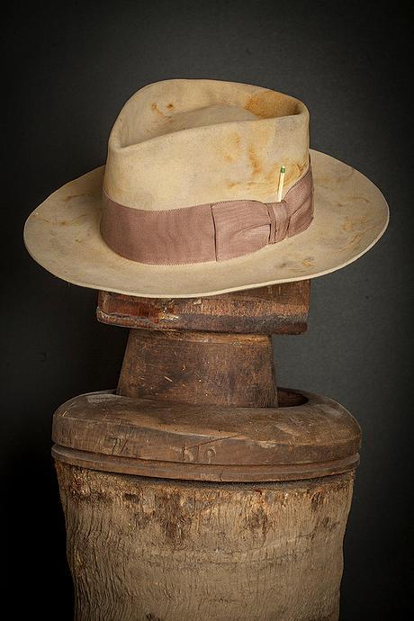 Nick-Fouquet-biege-hat-a1