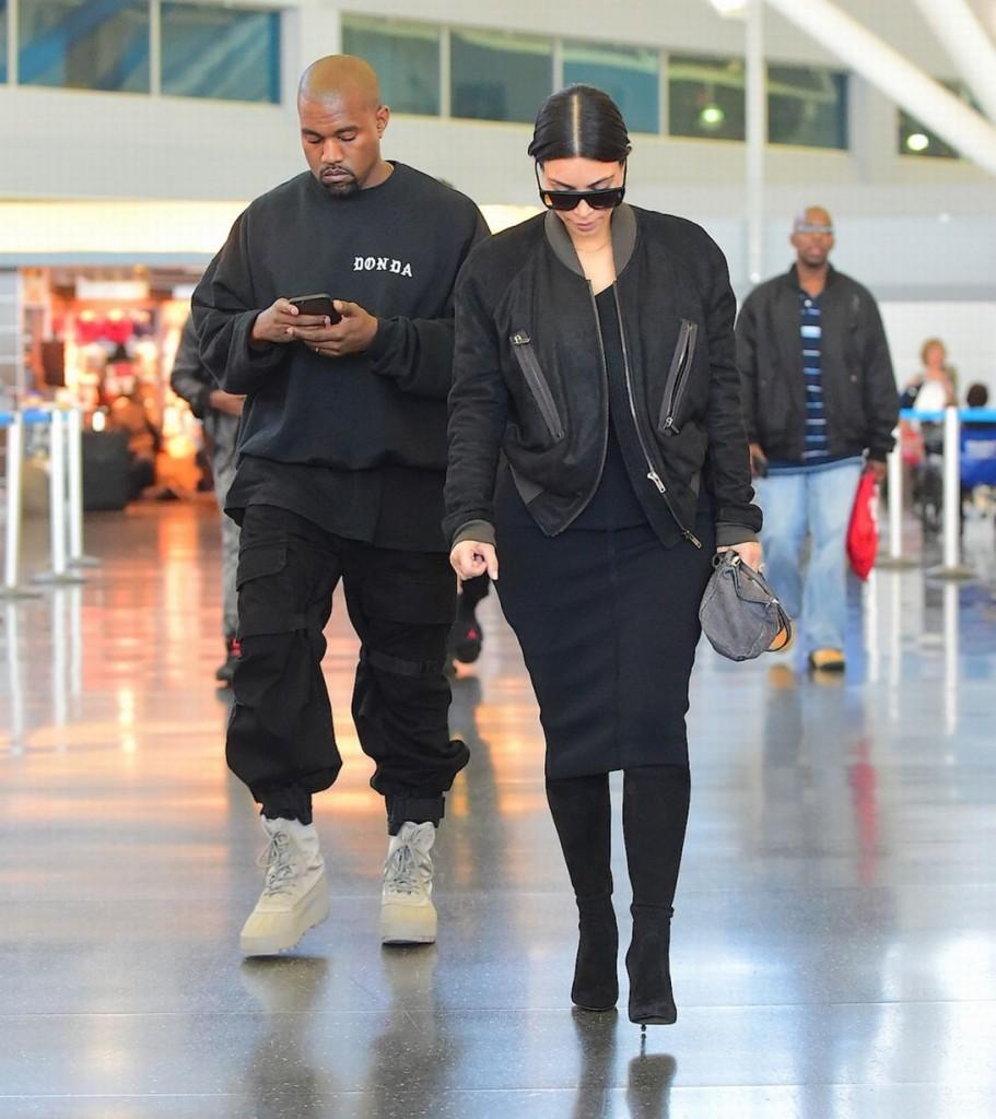 Kim-Kardashian-and-Kayne-West-land-at-JFK-Airport-in-New-York