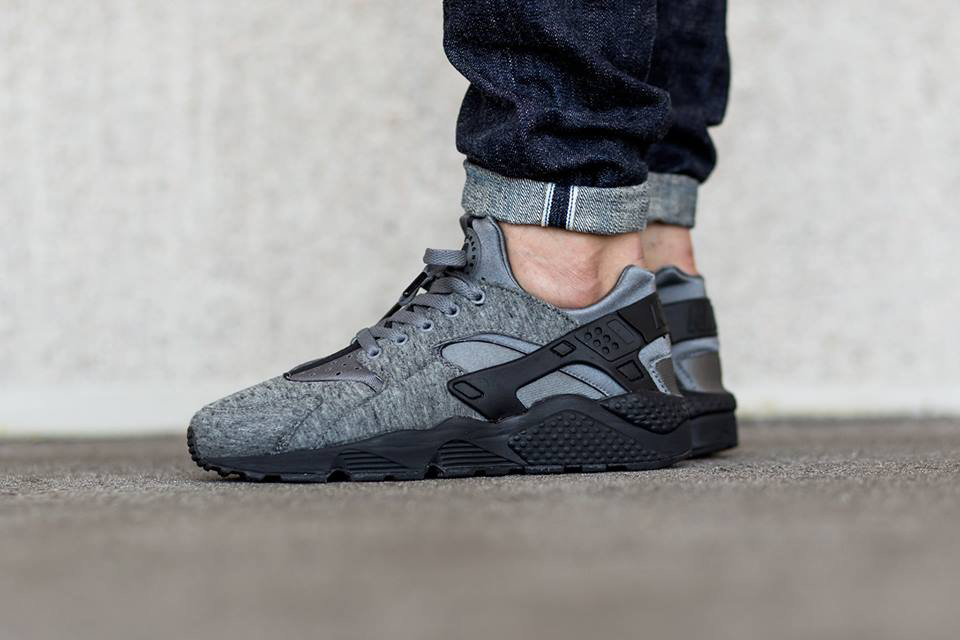 nike-air-haurache-run-tech-fleece-closer-look-1