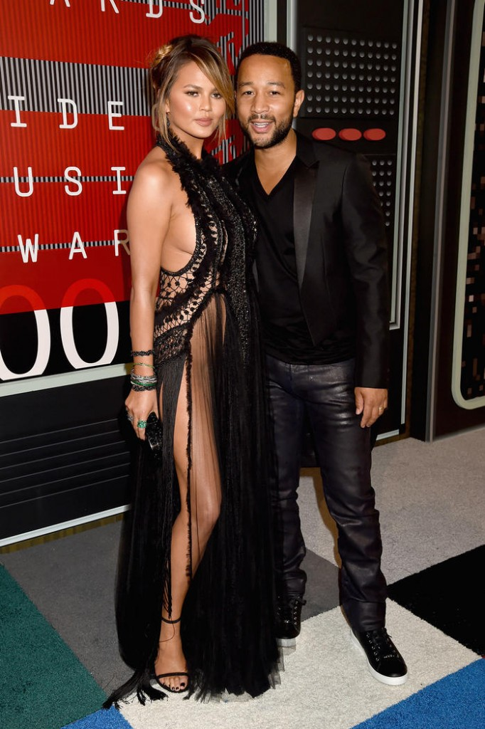 vmas_red-carpet_chrissy-teigen-john-legend