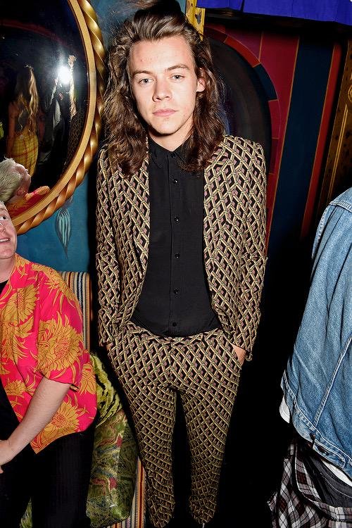 Harry-Styles-Gucci-Suit-2015-Style-Picture-Love-Magazine-Party