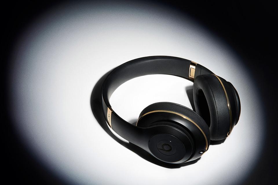 beats-by-dre-alexander-wang-studio-headphones-01-960x640