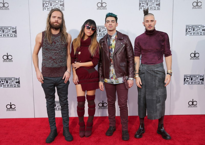 DNCE-Joe-Jonas-2015-Style-American-Music-Awards-Picture-800x565
