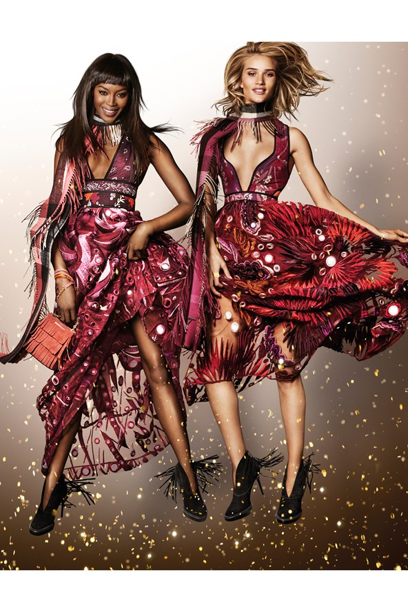 Naomie-Campbell-Rosie-Huntington-Whiteley-Burberry-Campaign-Vogue-30Oct15-Mario-Testino_b_592x888