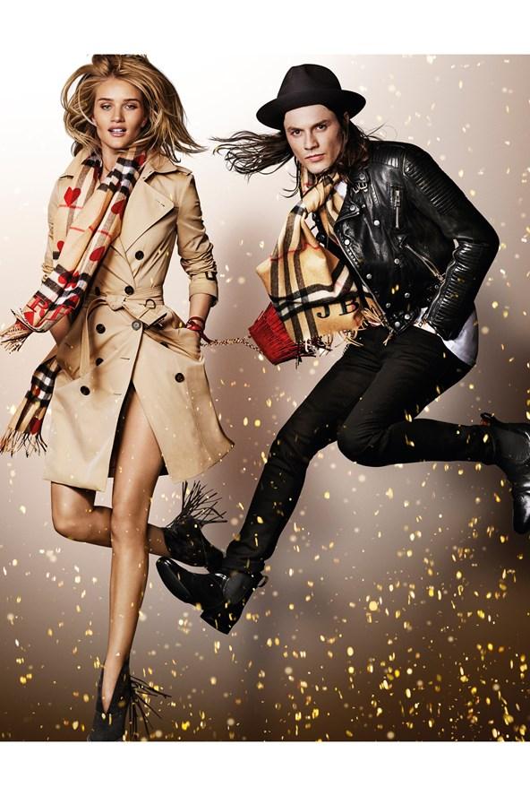 Rosie-Huntington-Whiteley-James-Bay-Burberry-Campaign-Vogue-30Oct15-Mario-Testino_b_592x888