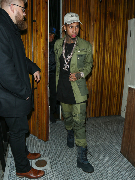 Tyga-leaves-a-night-club-OkI_026469ul