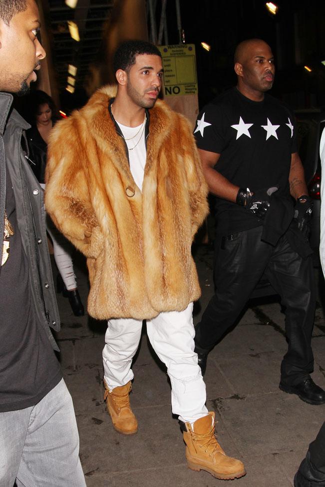 Drake Parties Without Rihanna At DSTRKT