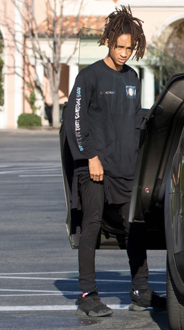 jaden-smith-goes-out-with-pals-in-tesla-02