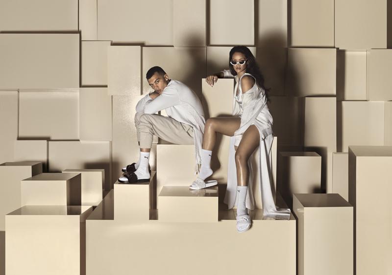 16SS_SP_Rihanna Fenty-Slide-Black-White_06-085_Ext-CMYK