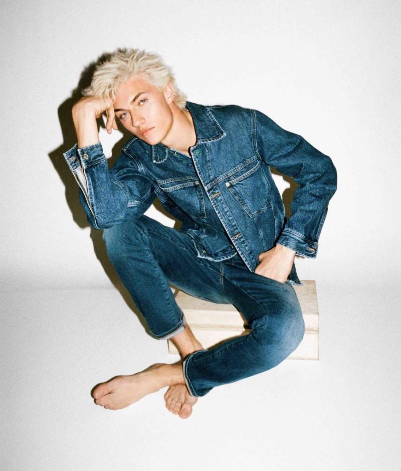 Tommy-Hilfiger-2016-Tommy-Jeans-Campaign-Lucky-Blue-Smith-001-e1460150418464-800x941