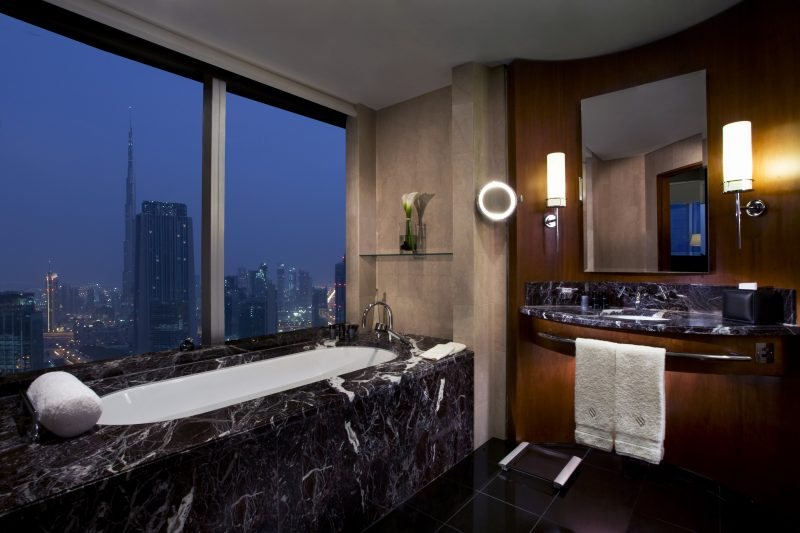 Jumeirah_Emirates_Towers_-_Deluxe_Suite_Bathroom