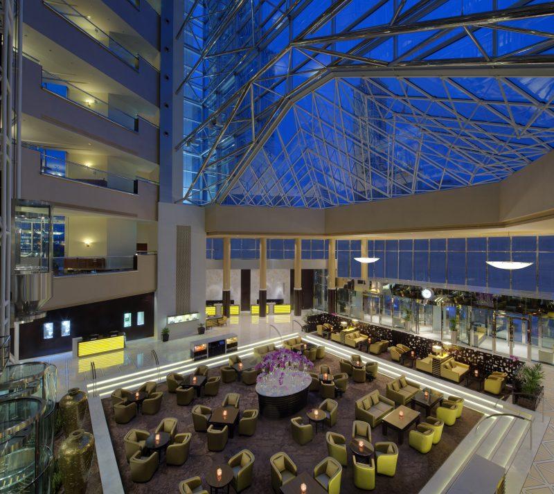 Jumeirah_Emirates_Towers_-_Lobby_Lounge