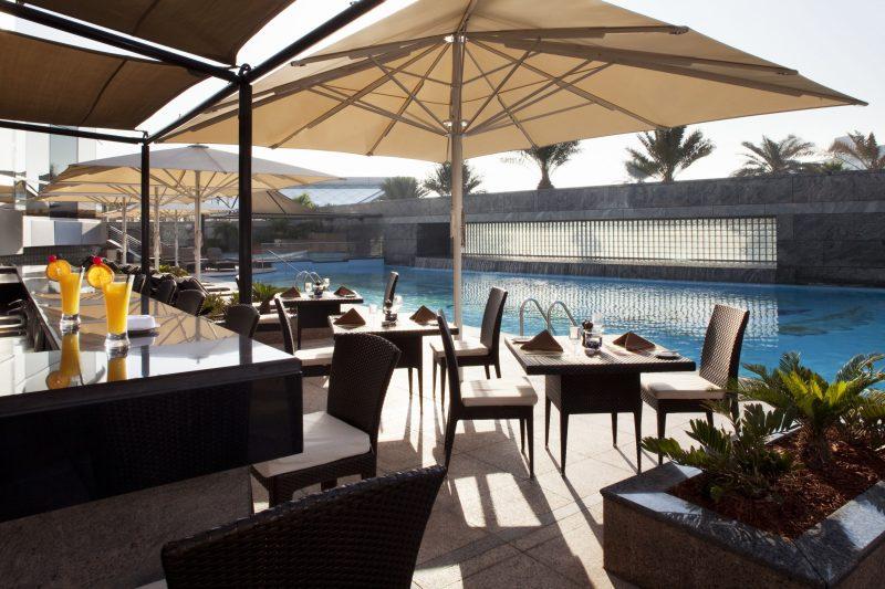Jumeirah_Emirates_Towers_-_Pool_Bar