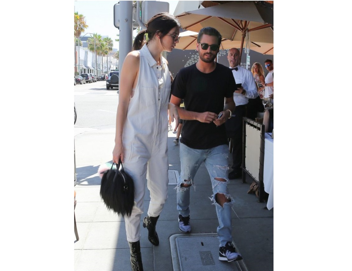 kendall-jenner-grabs-lunch-wiith-scott-disick-holiday-weekend-28-640x880