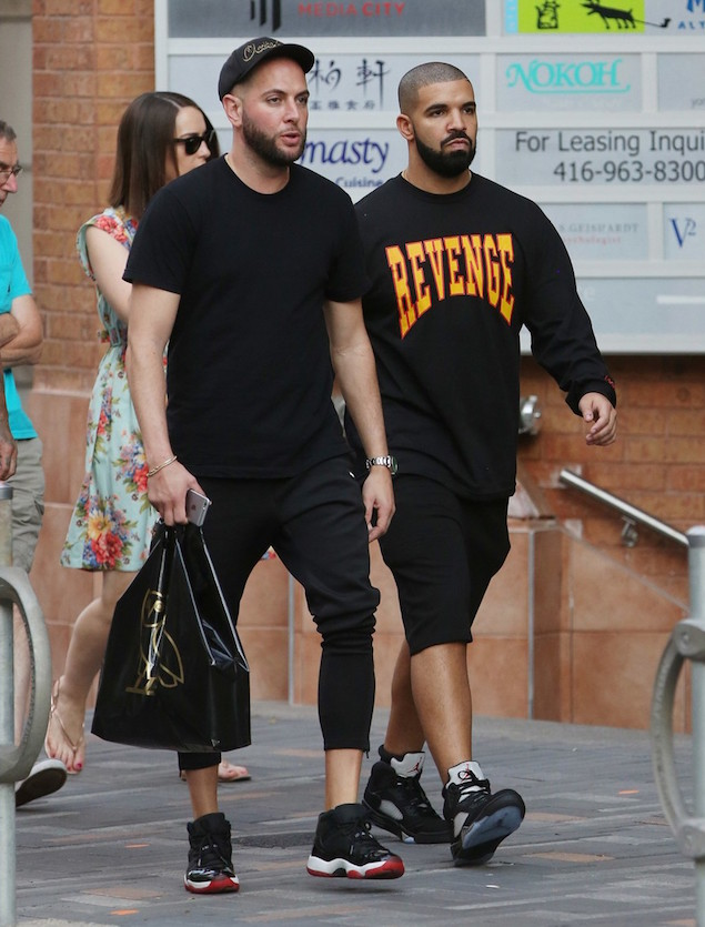 155728,   EXCLUSIVE: Drake spotted walking around the Yorkville area in Toronto. He went shopping inside eBillions Jewellery and bought a watch before jumping into his SUV and heading off. Toronto,   Canada - Friday August 5, 2016. CANADA OUT Photograph: © Sean ONeill, PacificCoastNews. Los Angeles Office (PCN): +1 310.822.0419 UK Office (Photoshot): +44 (0) 20 7421 6000 sales@pacificcoastnews.com FEE MUST BE AGREED PRIOR TO USAGE