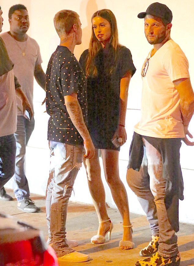 Justin-Bieber-Supreme-tee-Fear-Of-God-jeans-Cartier-necklace-2