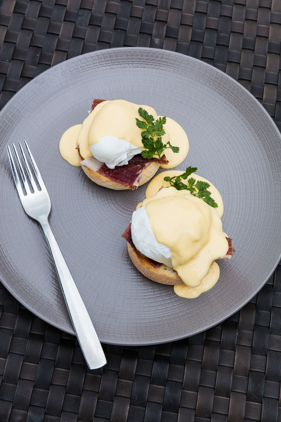 eggs-benedict-with-fork-3