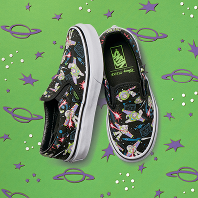 ho16_classics_toystory_elevated_classicslip-on_buzzlightyear_kids_angle