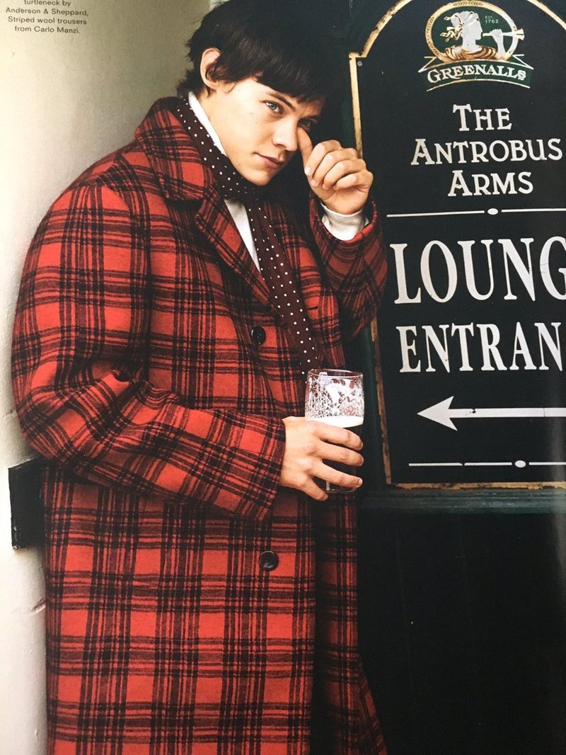 harry-styles-gucci-tartan-red-trench-coat
