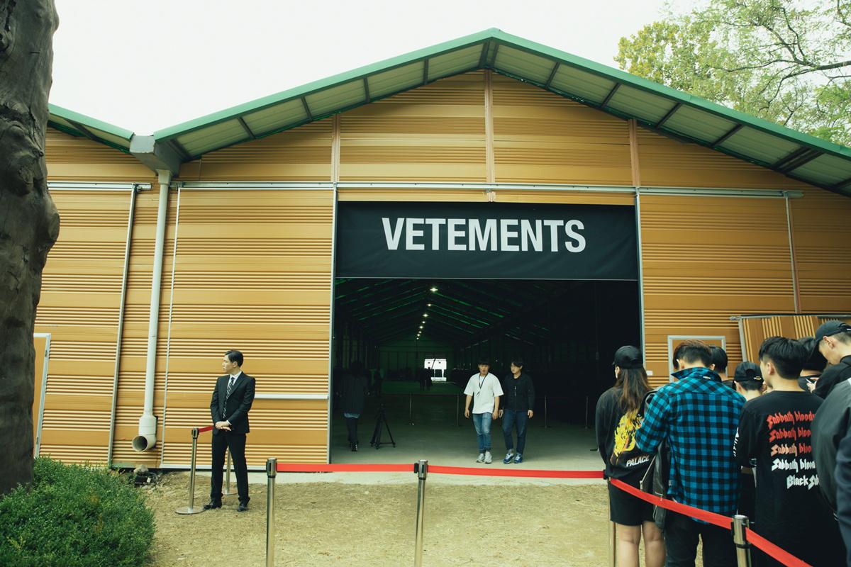 vetements-matchesfashion-seoul-garage-sale-0016