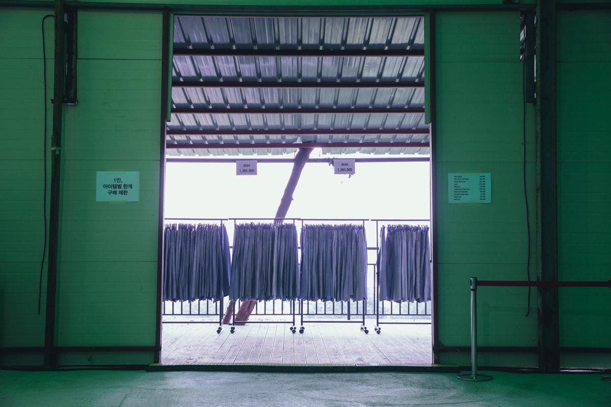 vetements-matchesfashion-seoul-garage-sale-009