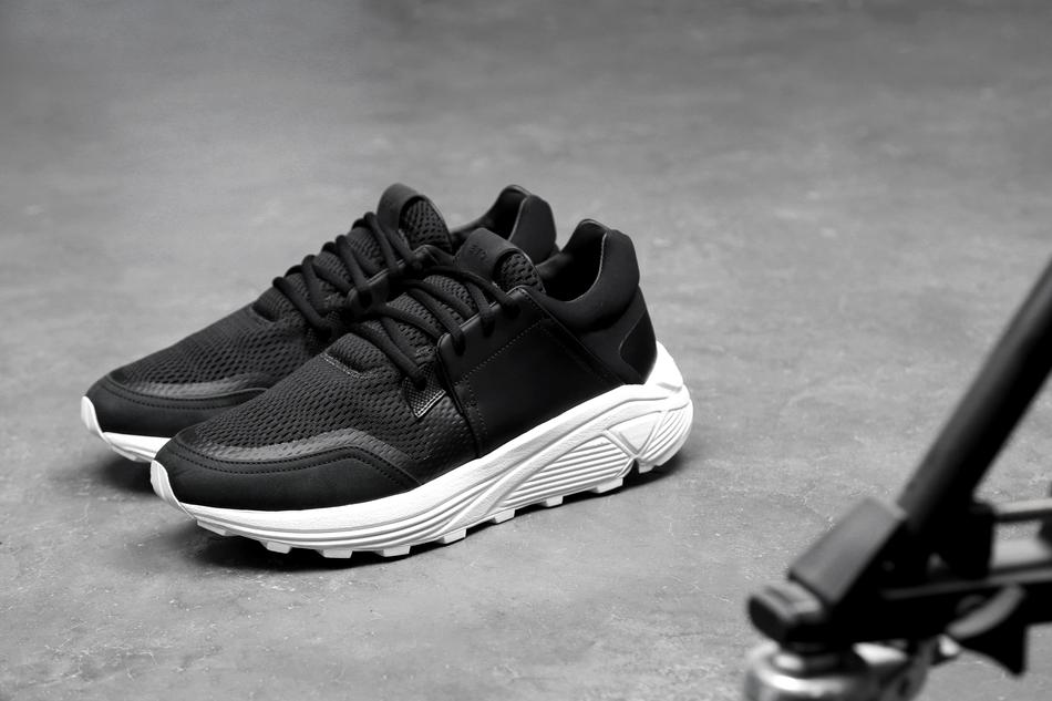 02-etq-amsterdam-sonic-runner-black-2