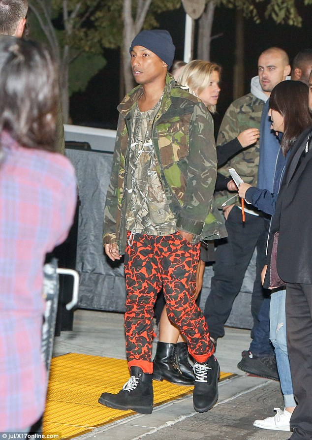39f9f70700000578-3896944-pharrell_on_the_other_hand_teamed_a_camo_coat_over_a_heavily_pri-m-70_1478084351380