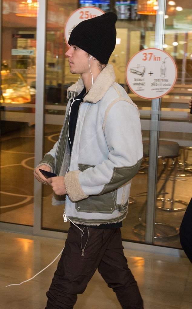 Justin Bieber at the Zagreb Airport ahead of his concert in Zagreb Arena Featuring: Justin Bieber Where: Zagreb,   Croatia When: 09 Nov 2016 Credit: WENN.com **Only available for publication in UK,   USA, Germany, Austria, Switzerland**