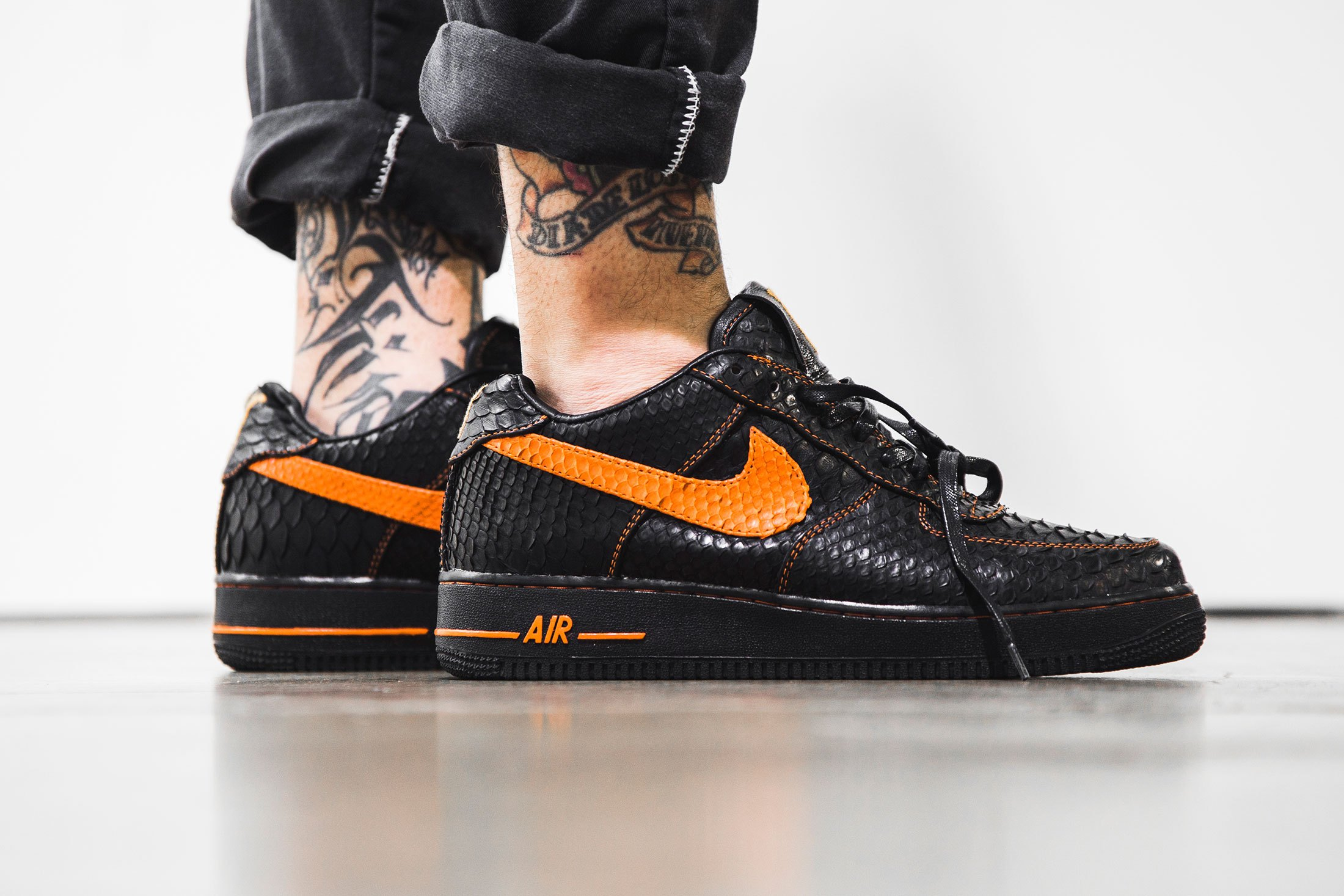 the-shoe-surgeon-vlone-nike-air-force-1-1