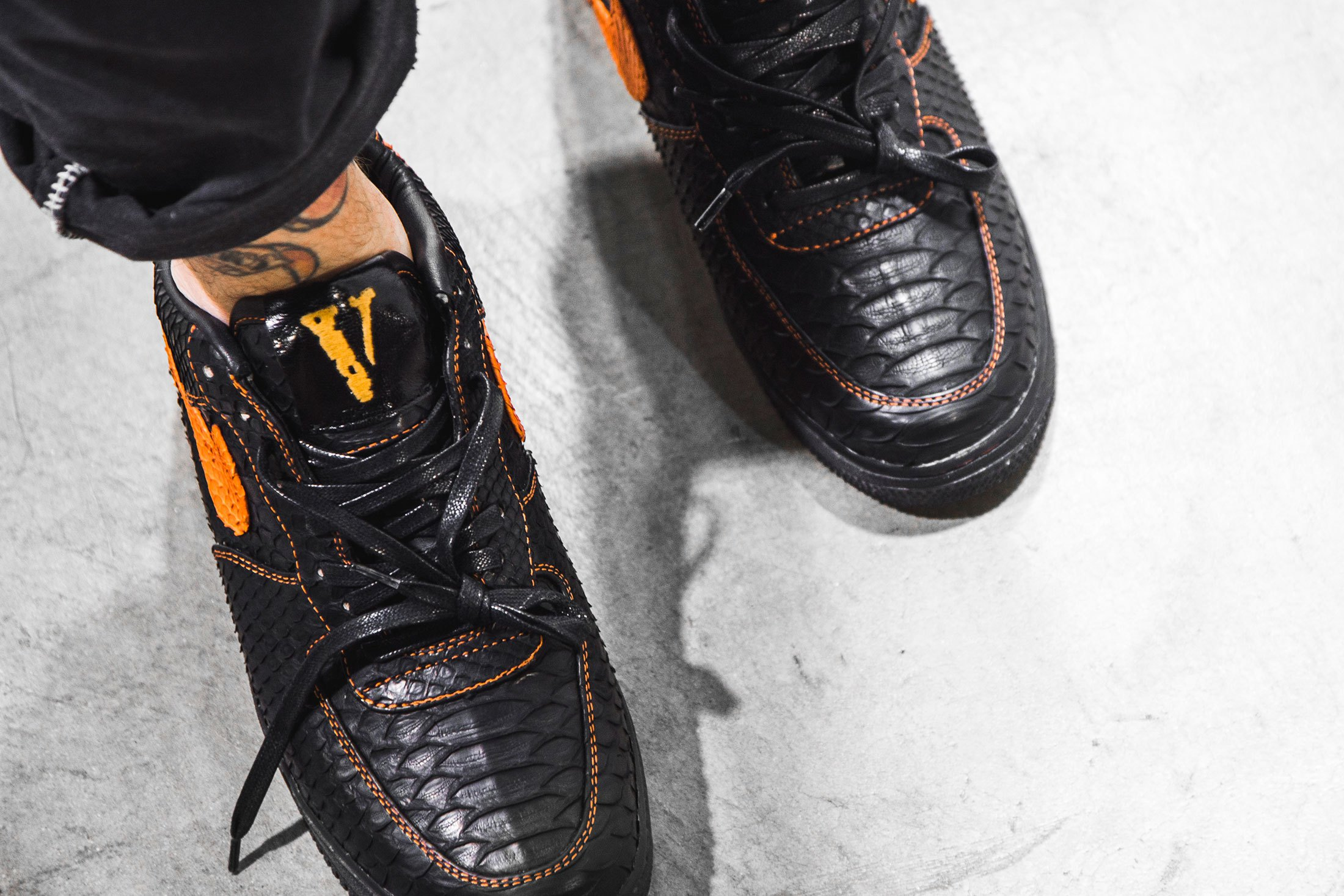 the-shoe-surgeon-vlone-nike-air-force-1-3