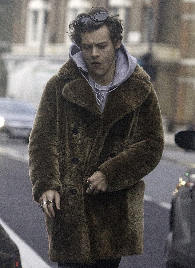 harry-styles-saint-laurent-fur-coat