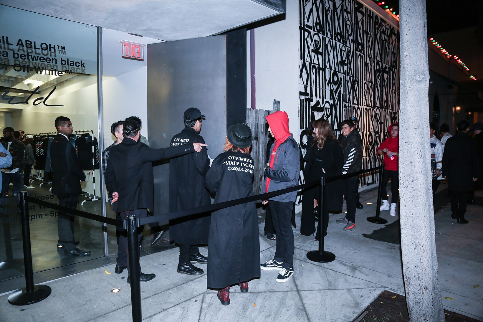 off-white-pop-up-maxfield-photographs-pause10