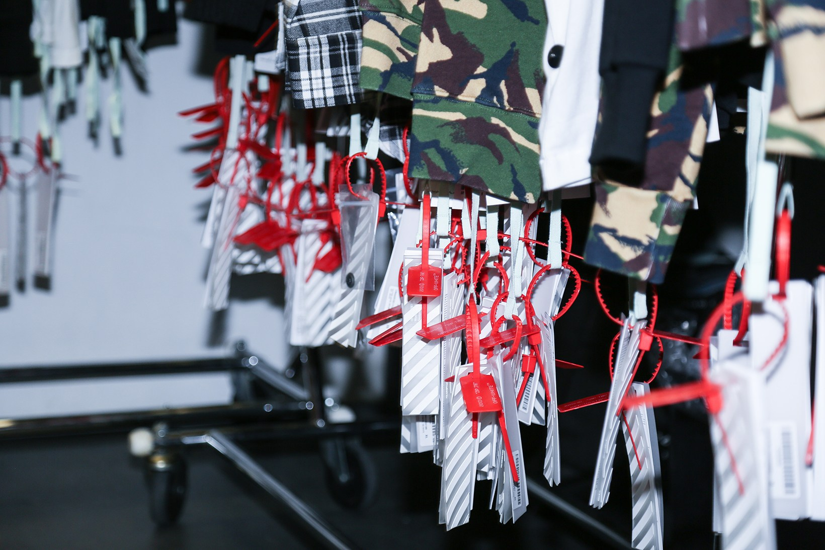 off-white-pop-up-maxfield-photographs-pause12