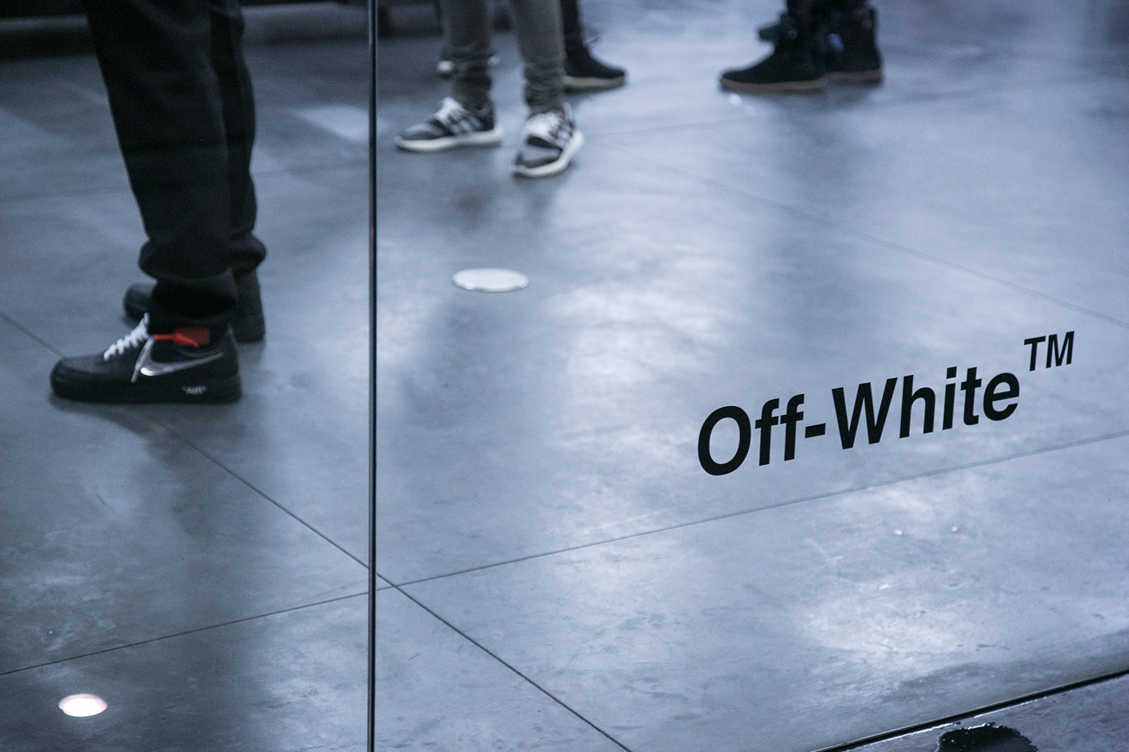 off-white-pop-up-maxfield-photographs-pause9